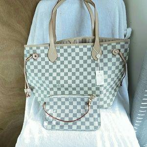 Neverfull size 12 x 12 x 6 Louis Vuitton
